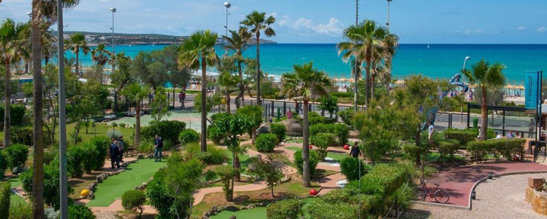 Play mini golf in Playa de Palma: Dino mini golf
