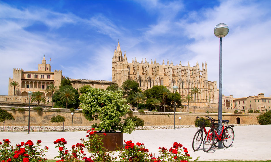 EN Pabisa Hotel Easter Spring Palma Cathedral